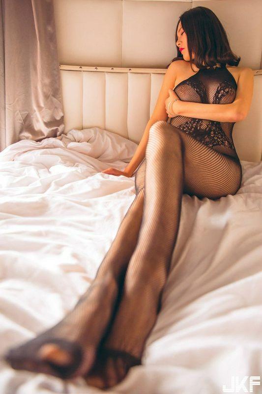 性感蕾丝尤物皮蛋儿无圣光福利人体写真