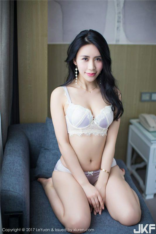 养眼丝袜美女紫棋酒店性感内衣秀写真