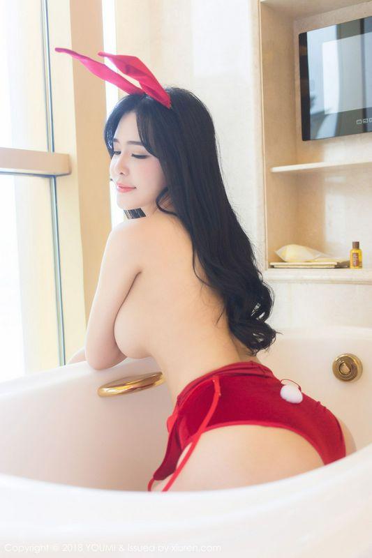 刘钰儿的红色主题兔女郎与风情内衣