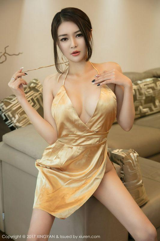 女神廿十性感爆棚闪亮的黄色内衣