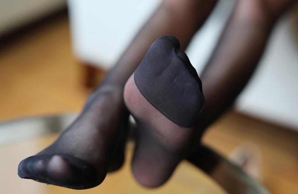 换种口味 换种心情! 柔顺丝袜穿戴整齐 静等大佬们观摩